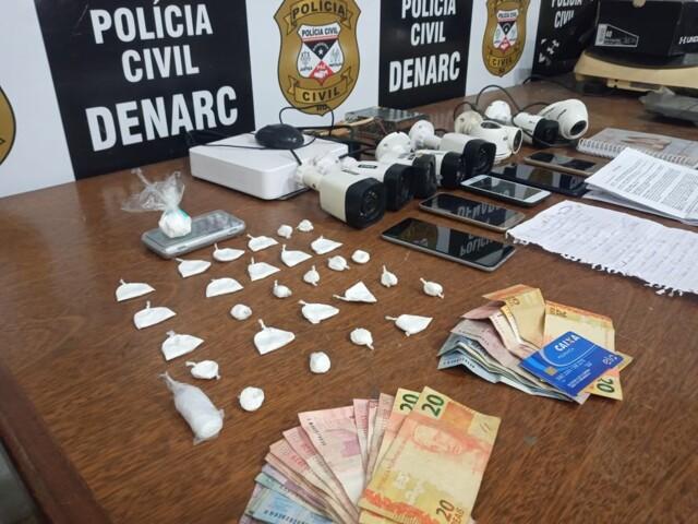 Monitorados por tornozeleira são presos com droga na Capital