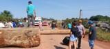 Moradores fecham BR-364 no distrito de Vista Alegre do Abunã