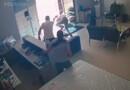 Vídeo: Comerciante reage a assalto, mata bandido e fere outro