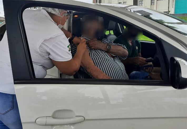 Prefeitura de Porto Velho e Governo realizam drive-thrus neste domingo para vacinar profissionais da educação