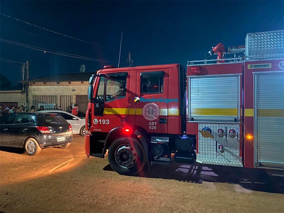 Bombeiros são acionados após incêndio em residência no Bairro Três Marias