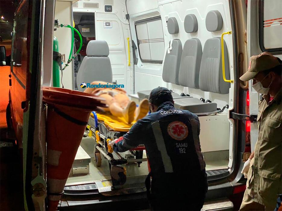 Casal fica gravemente ferido em acidente; motorista de carro foge