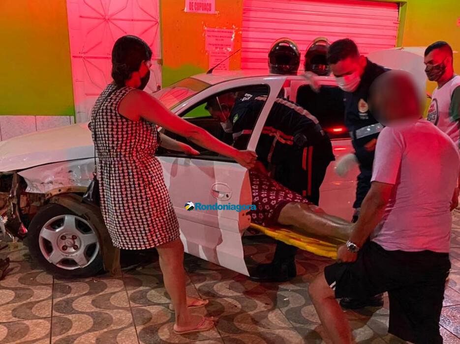 Mulheres são socorridas em estado grave após colisão frontal de carros na zona sul