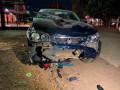 Motociclista é atingido por carro em cruzamento e fica gravemente ferido