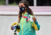 """Rayssa Leal, a """"Fadinha"""", conquista medalha de prata no skate street"""