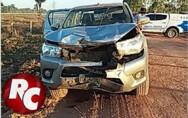 Colisão frontal entre moto e caminhonete deixa um morto