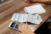 Procon orienta população de baixa renda sobre direito à tarifa social na fatura de energia para evitar cortes