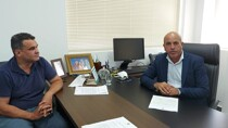 Ismael Crispin comemora avanços nas obras de pavimentação da estrada do calcário