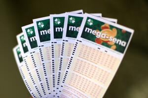 Mega-Sena acumula e pode pagar prêmio de R$ 65 milhões na quarta-feira