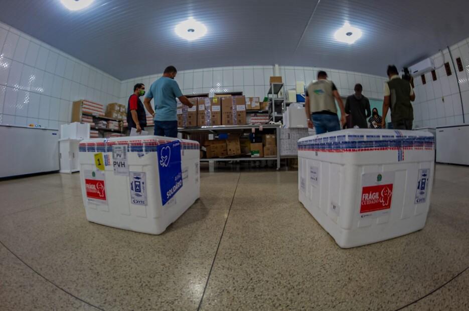 Rondônia recebe mais de 52 mil doses de vacinas contra Covid-19 para jovens a partir de 18 anos