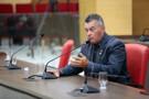 Edson Martins diz que tem votos dos colegas para permanecer no cargo, apesar de ter os direitos políticos suspensos