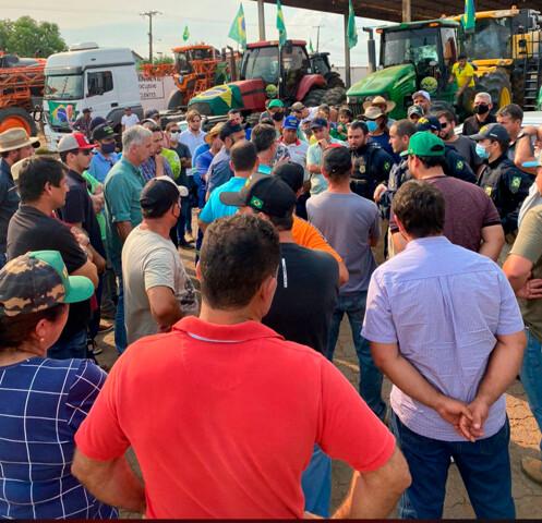 Vídeo: caminhoneiros prometem fechar BR-364 em Candeias, em apoio a Bolsonaro