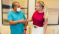 Ieda Chaves incentiva empreendedor do Lago do Cuniã com doação para restaurante que serve carne de jacaré