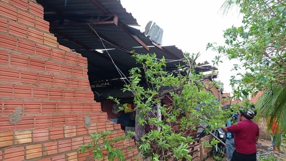 Fotos: temporal rápido com ventos fortes causa destruição em vários bairros da capital