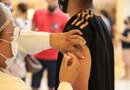Ministério da Saúde agora orienta estados a não vacinarem adolescentes sem comorbidades