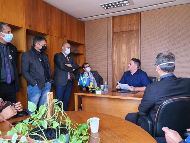 Léo Moraes recebe entidades de segurança pública para discutir reforma administrativa