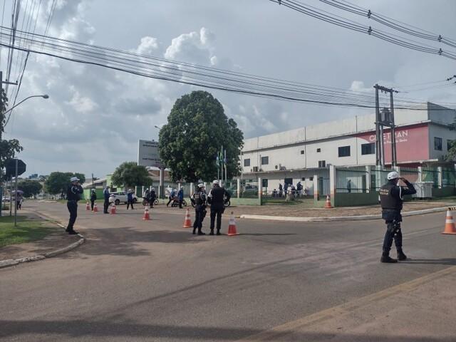 Detran e PM realizam ação para tentar reduzir acidentes com motos em Ouro Preto do Oeste e Vilhena