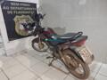 Adolescentes são detidos passeando com moto roubada