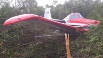Pequeno avião sofre pane e cai a 200 metros da pista de pouso