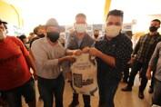 Deputado Marcelo Cruz realiza entrega de calcário em Extrema, e pede à volta da residência do DER no distrito