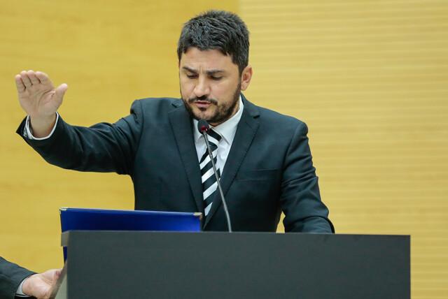 Jean Mendonça é empossado deputado estadual no lugar de Saulo Moreira
